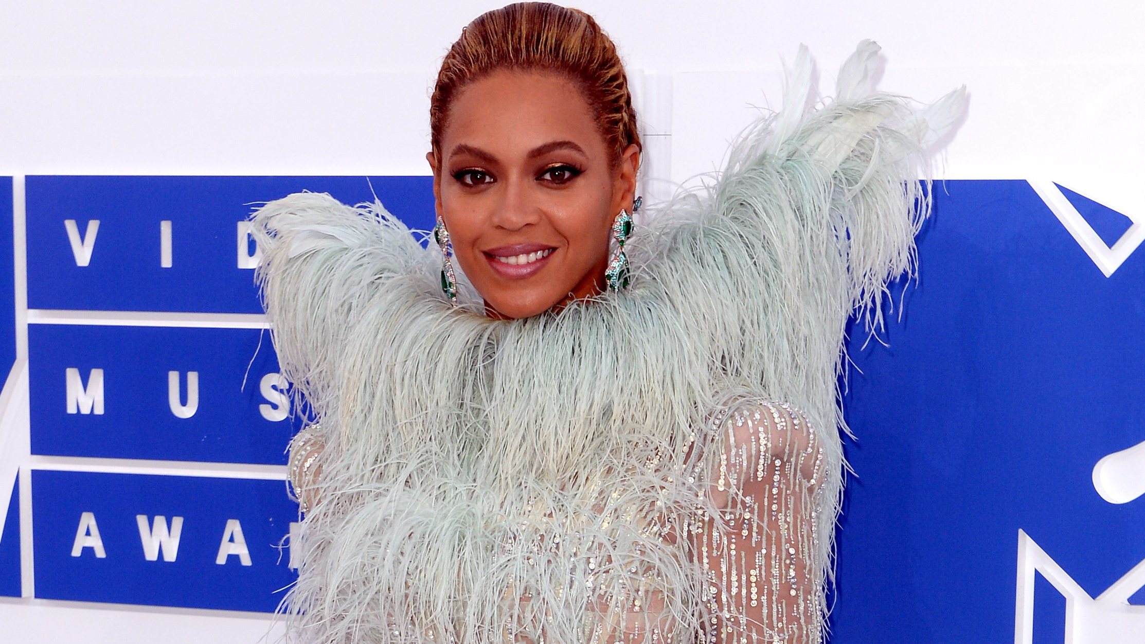 Pop star Beyonce has twins, hints her dad